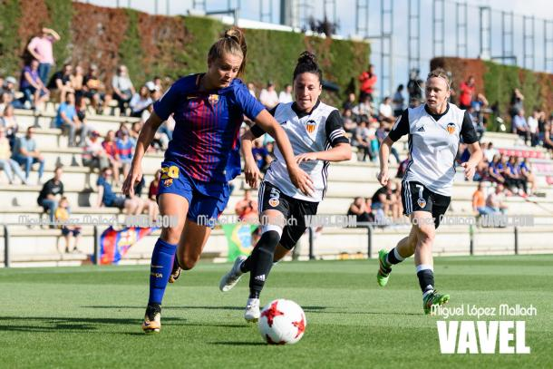 Lieke Martens, gran ayuda para abrir el campo, contra el Valencia. | Foto: Miguel López Mallach, VAVEL