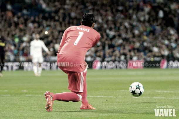 Keylor Navas sacando el balón desde su portería | Foto: VAVEL