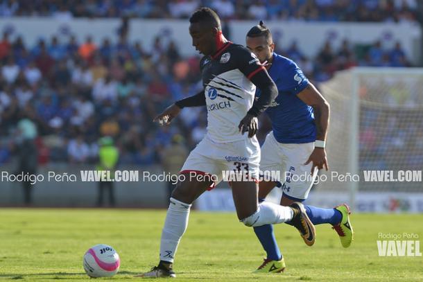 Julian Quiñones durante el partido ante Cruz Azul I Foto: Rodrigo Peña VAVEL