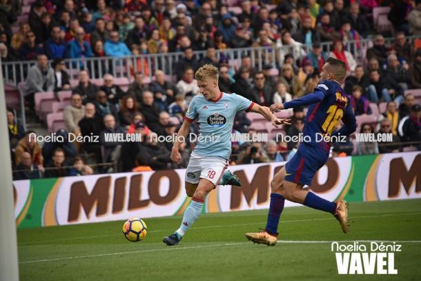 Daniel Wass intenta sobrepasar a Jordi Alba. Foto: Noelia Déniz, VAVEL.com