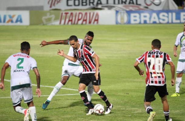 Com pênalti não marcado, Santa Cruz fica no empate com Vila Nova