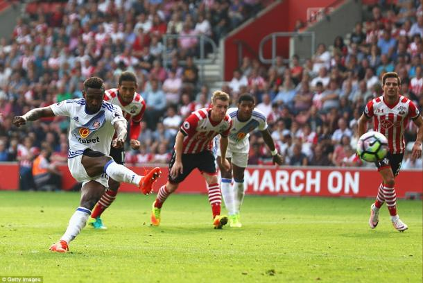 Above: Jermain Defoe placing his penalty in Sunderland's 1-1 draw with Southampton | Photo: Getty Images