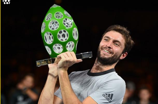 Gilles Simon hoists his third trophy in Metz. Photo: Moselle Open