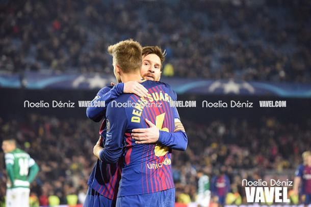 Denis Suárez se abraza a Messi en un partido de Champions este año   Foto: Noelia Déniz (VAVEL)