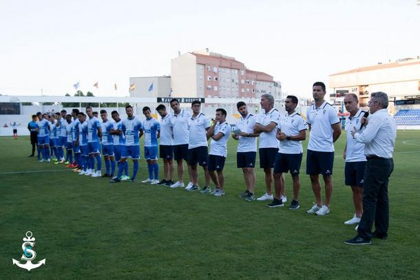 Juan Serrano, el cuerpo técnico y la plantilla del Deportivo en la presentación | Foto: CD Alcoyano - Silvia Calatayud