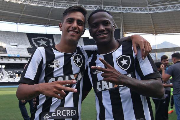 Jonathan à direita (Foto: Vitor Silva/SS Press/Botafogo)