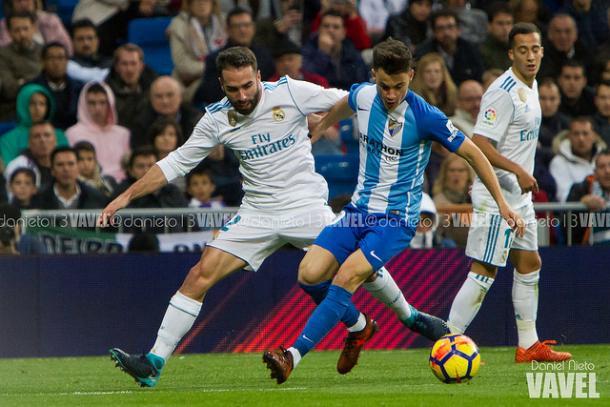 Carvajal trata de recuperar la pelota | Foto: Daniel Nieto (VAVEL)