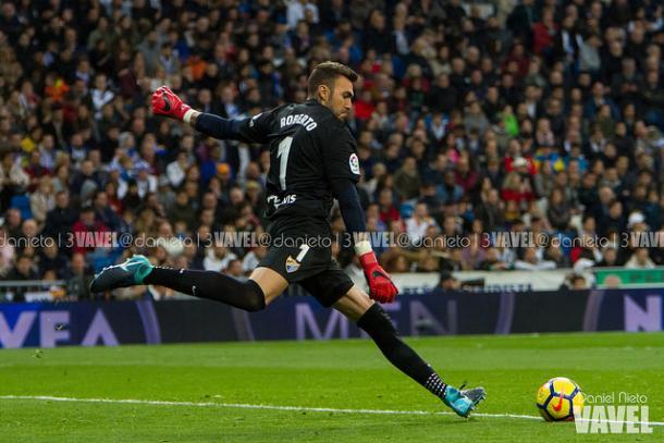 Roberto durante el partido en el Santiago Bernabéu | Foto: Daniel Nieto (VAVEL)