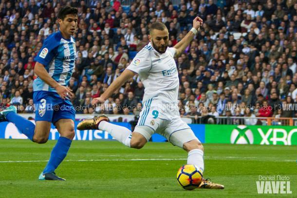 Benzema chuta a puerta en el partido contra el Málaga de 2017 I Foto: Daniel Nieto (VAVEL)