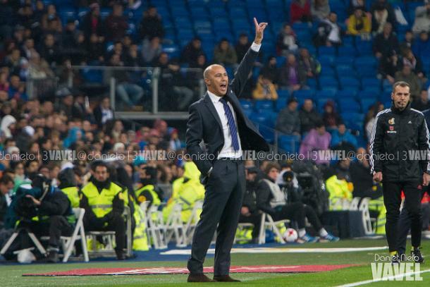 Zidane da instrucciones a sus jugadores en dieciseisavos. Foto: Dani Nieto(VAVEL)