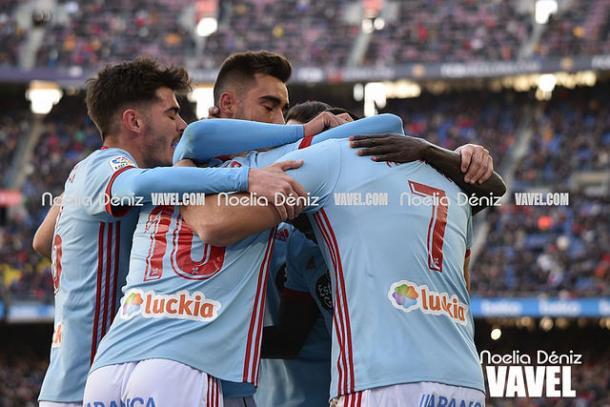 Los jugadores del Celta celebrando el gol de Maxi Gómez en el Camp Nou | Foto: Noelia Déniz (VAVEL)
