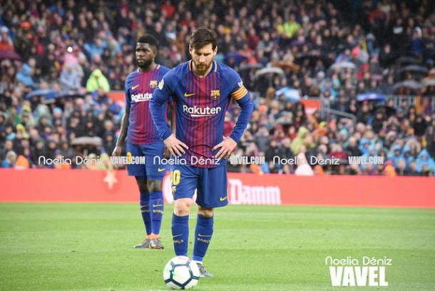 Messi antes de bater a falta que resultou em seu 600º gol na carreira