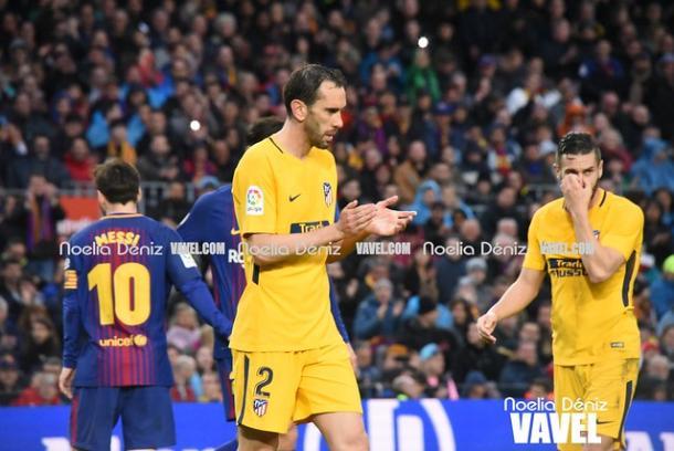 Godín, Koke y Messi en el Camp Nou   Foto: Noelia Déniz (VAVEL)