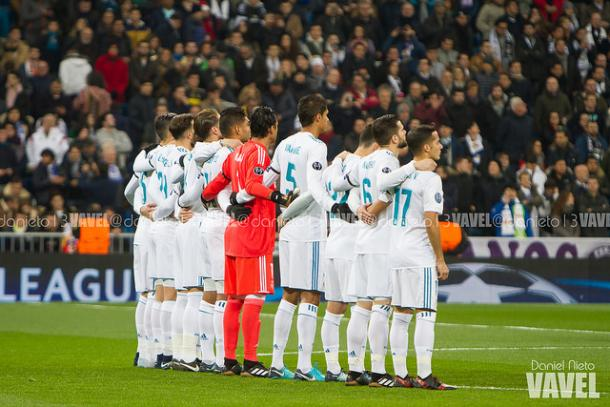 El Real Madrid durante un minuto de silencio. Foto: Dani Nieto (VAVEL)