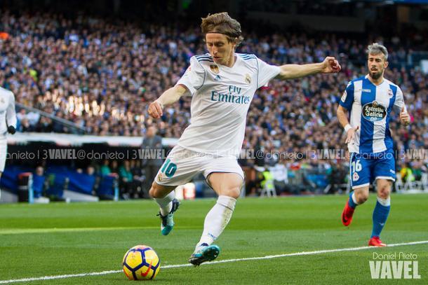 Modric golpea el balón. // Imagen: Dani Nieto (VAVEL)