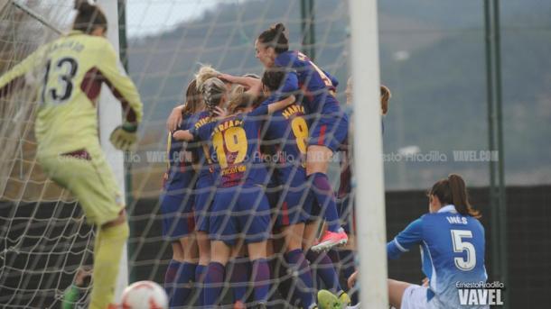 Las futbolistas del Barça celebrando un gol ante el Espanyol.   Foto: Ernesto Ardilla, VAVEL