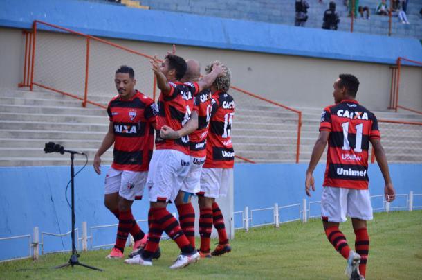 Um dos momentos de alento do Dragão no ano, a vitória sobre o rival goiás (Foto: Fernando Oliveira/ACG)