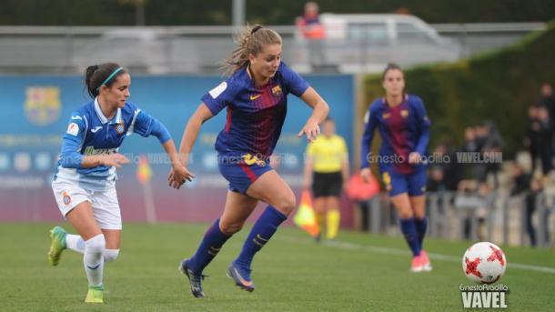 Lieke Martens en la jugada previa a su primer gol. Foto: Ernesto Aradilla, VAVEL.com