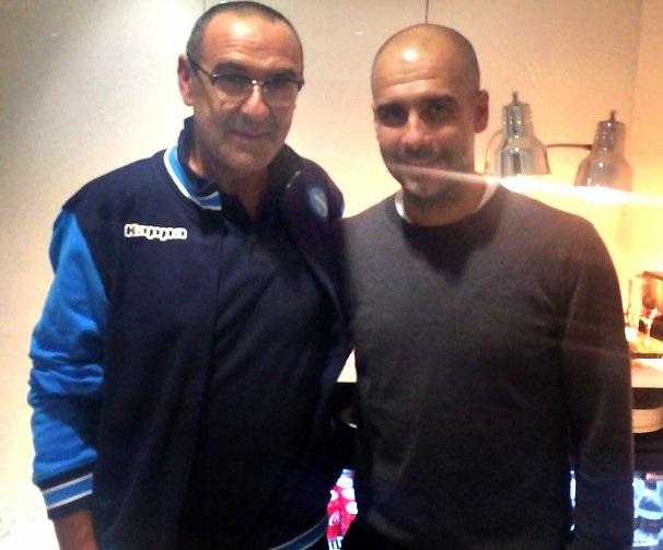 Após o jogo em Manchester, Sarri e Guardiola se encontraram (Foto: Reprodução/Twitter)