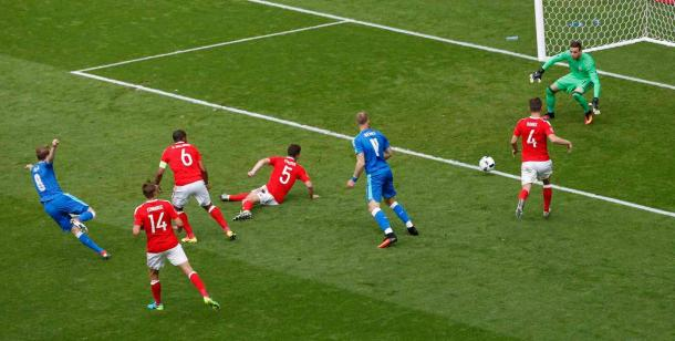 One of very few Slovakian strikes on goal (photo : Getty Images)