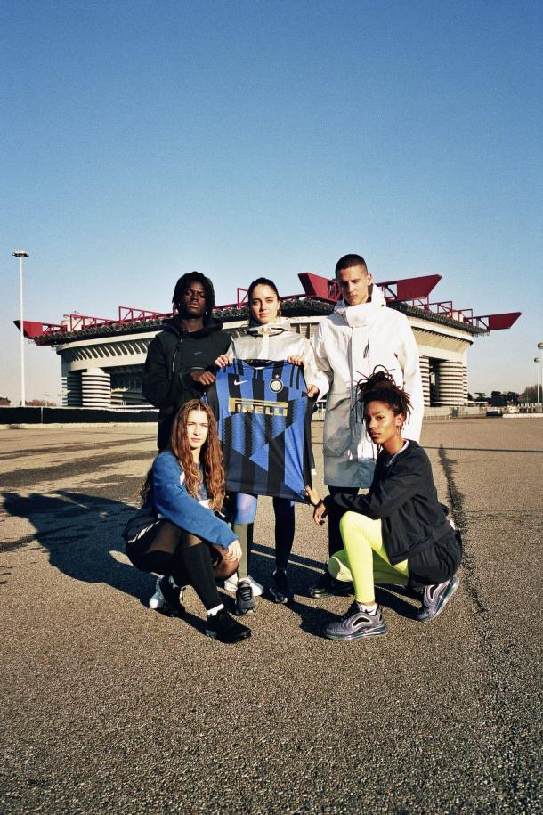 O Giuseppe Meazza, estádio da Internazionale, foi usado como cenário para divulgação do uniforme. (Imagem: Internazionale / Divulgação)