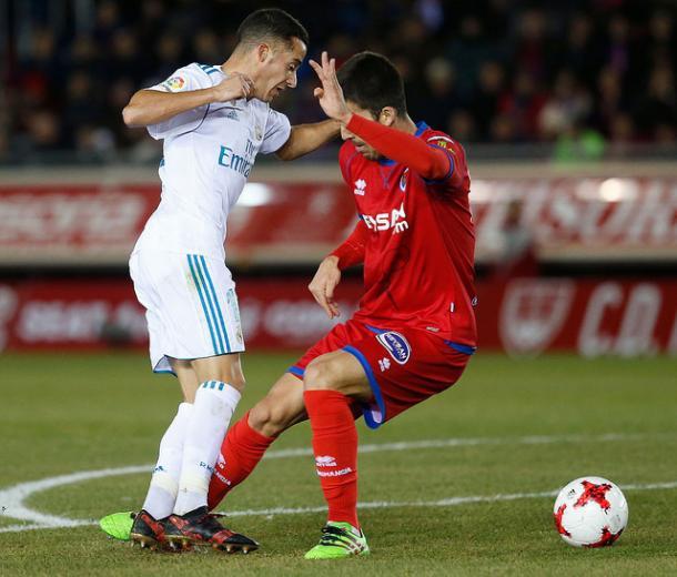Lucas Vázquez recibe la pena máxima con una zancadilla del defensor rival I Foto: Real Madrid