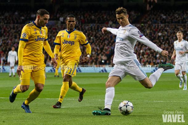 Cristiano Ronaldo trata de tirar a puerta | Foto: Daniel Nieto (Vavel)