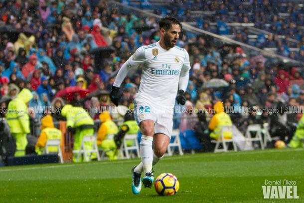 Isco con el balón, participó en el gol de Ronaldo I Foto: Daniel Nieto (VAVEL)