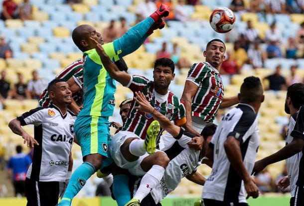 Muita disputa e pouca criatividade: resumo do primeiro tempo (Foto: Lucas Merçon/Fluminense FC)