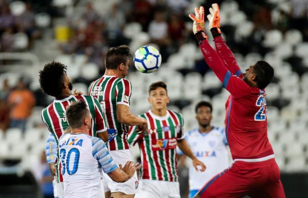 Flu abriu o placar com jovem zagueiro Ibañez, mas Avaí equilibrou o jogo (Foto: Lucas Merçon/FFC)