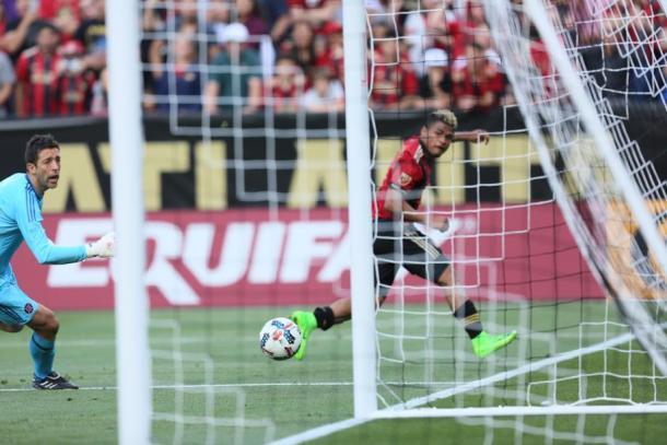 Martinez slots home his second goal (Photo: Miguel Martinez/ MundoHispanico)
