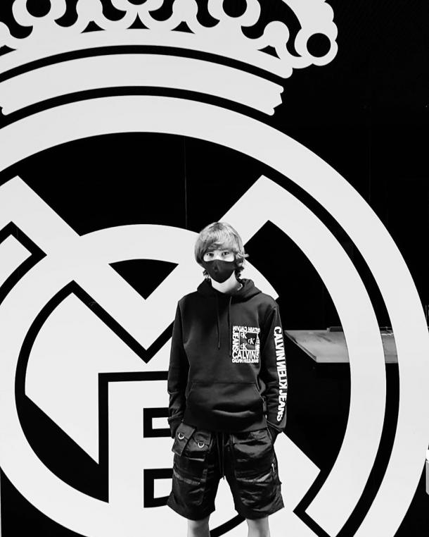 Adam Arvelo posa como nuevo jugador del Real Madrid; jugará en el Cadete A (U-16)   Fuente: @oficial_adam10