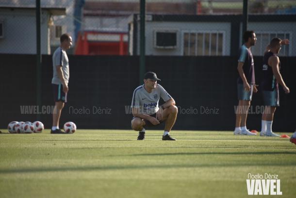 Ernesto Valverde al mando del entrenamiento en la Ciutat Esportiva | Foto: Noelia Déniz - VAVEL