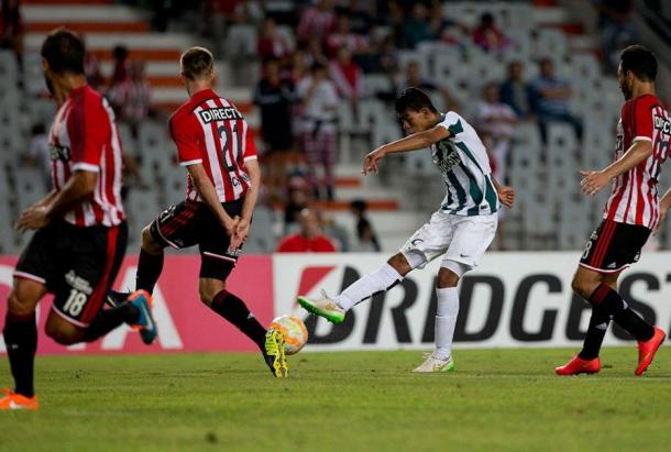 Yulián Mejía anotó el gol del triunfo de Nacional ante Estudiantes en La Plata. | Foto: CONMEBOL