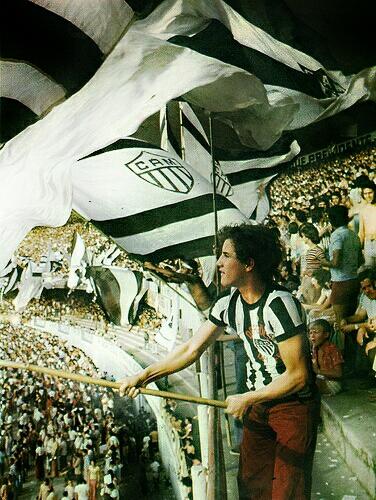Hinchada retro de Mineiro de Brasil