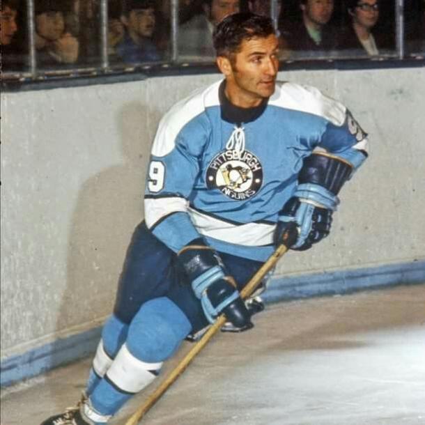 Andy Bathgate anotó el primer gol en la historia de los Penguins. (Elaine Lutty)