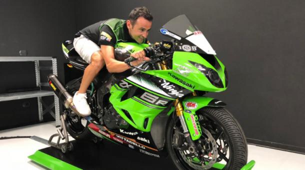 Héctor Barberá sobre su nueva moto | Foto: Kawasaki Puccetti Racing