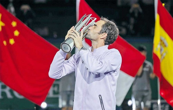Roger Federer will look to kiss a third trophy, and second in as many years, this week in Shanghai. Photo: Dong Jun/ECNS