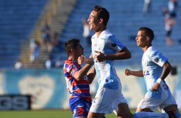 Tubarão saiu em vantagem no início do primeiro tempo (Foto: Gustavo Oliveira/Londrina Esporte Clube)