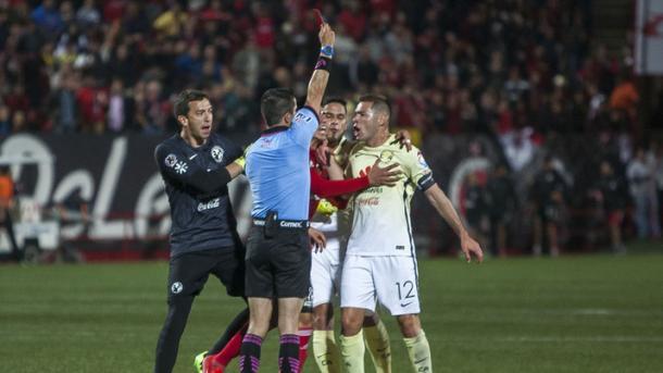 Pablo Aguilar expulsado tras el silbatazo final |  Foto: MARCA