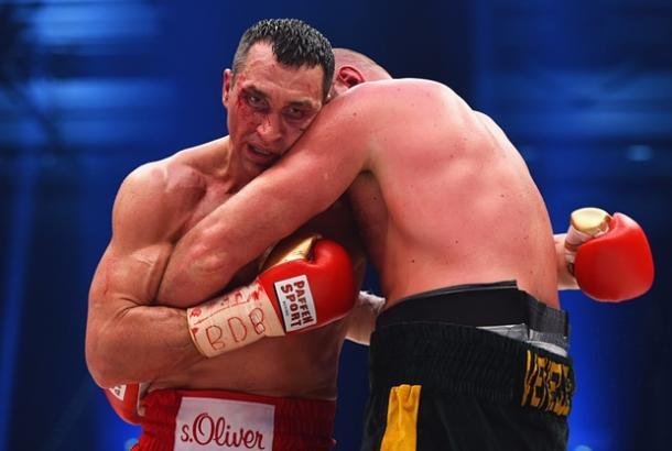 Tyson Fury defeats Wladimir Klitschko