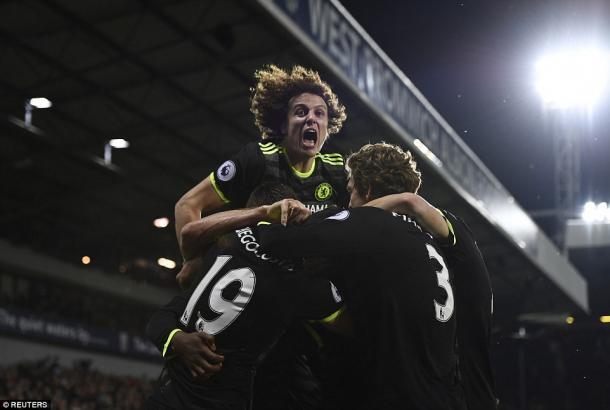 Los jugadores del Chelsea celebrando el tanto.  Foto: Reuters