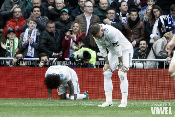 Sergio Ramos y Marcelo lamentándose tras el pitido final | Foto: Daniel Nieto