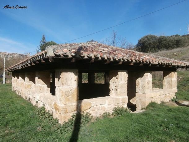 Lavadero medieval restaurado en el sitio de Las Fuentecillas. Imagen: AlmaLeonor