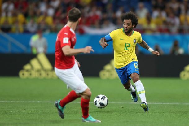 Marcelo frente a Serbia antes de lesionarse | Foto: Federación brasileña