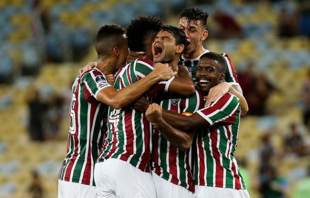 Jogadores vibram com Gum, autor de um dos gols da vitória (Foto: Divulgação/Fluminense FC)