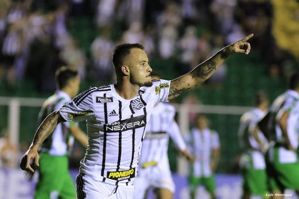 Ferrareis marcou o segundo da vitória do Figueira por 2 a 1 (Foto: Luiz Henrique/Figueirense FC)