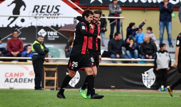 Dejan Lekic celebrando su gol con su compañero, Atienza | Foto: CF Reus