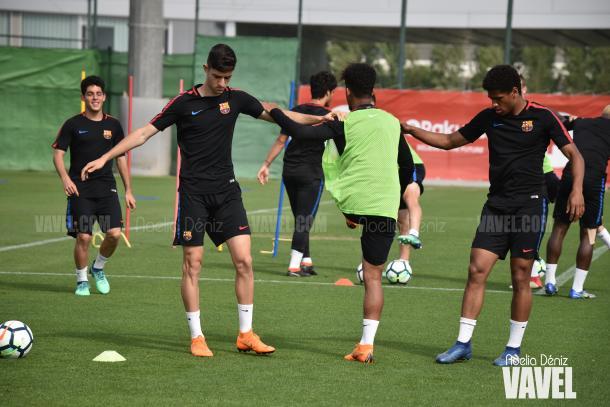 Los jugadores del filial azulgrana ejercitándose en la Ciutat Esportiva Joan Gamper | Foto de Noelia Déniz, VAVEL