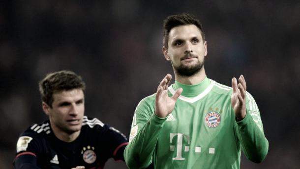  Thomas Muller y Ulreich despues del partido ante el Stuttgart. Foto: Bayern 